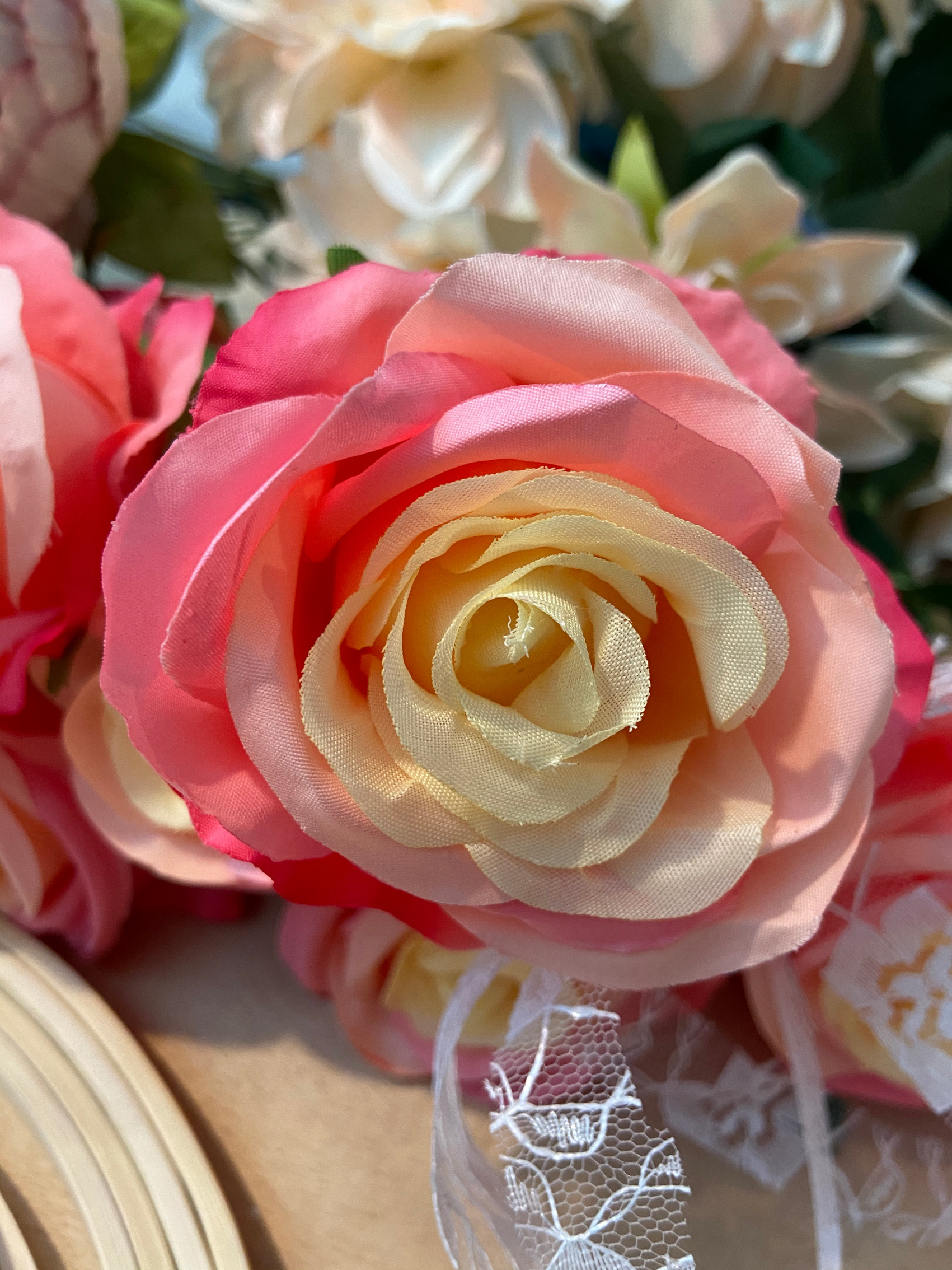 Choose beautiful pink wedding roses for all your wedding flowers, bouquets and decorations.